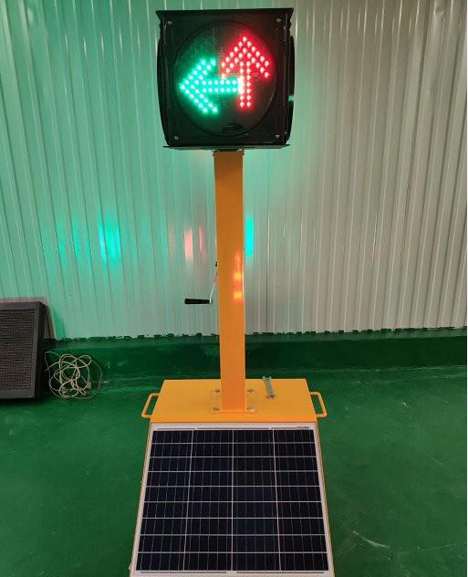 可移动太阳能交通信号灯